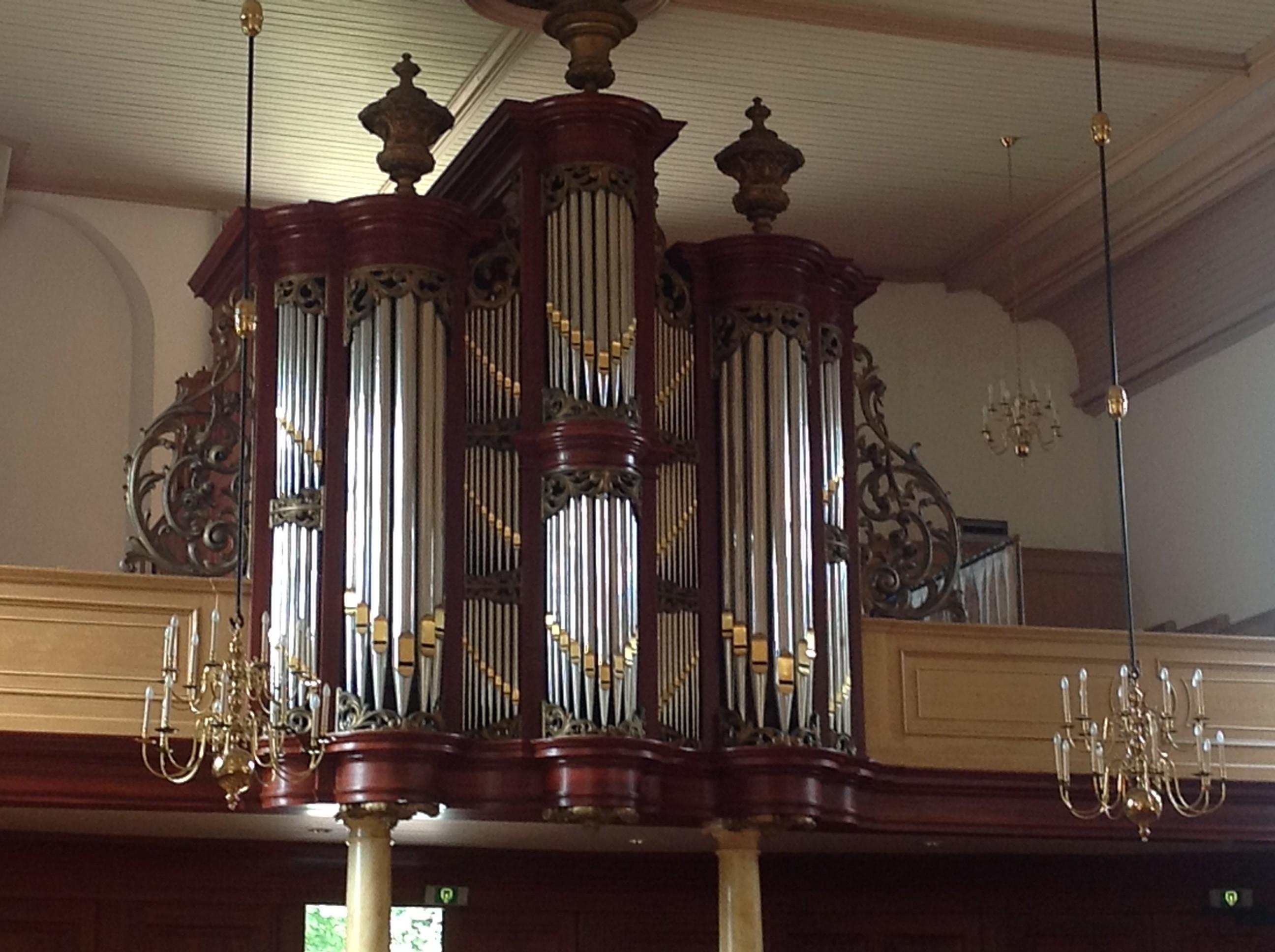 Van Loo in Dedemsvaart. Ab en ik zijn beide organist in deze Hervormde kerk