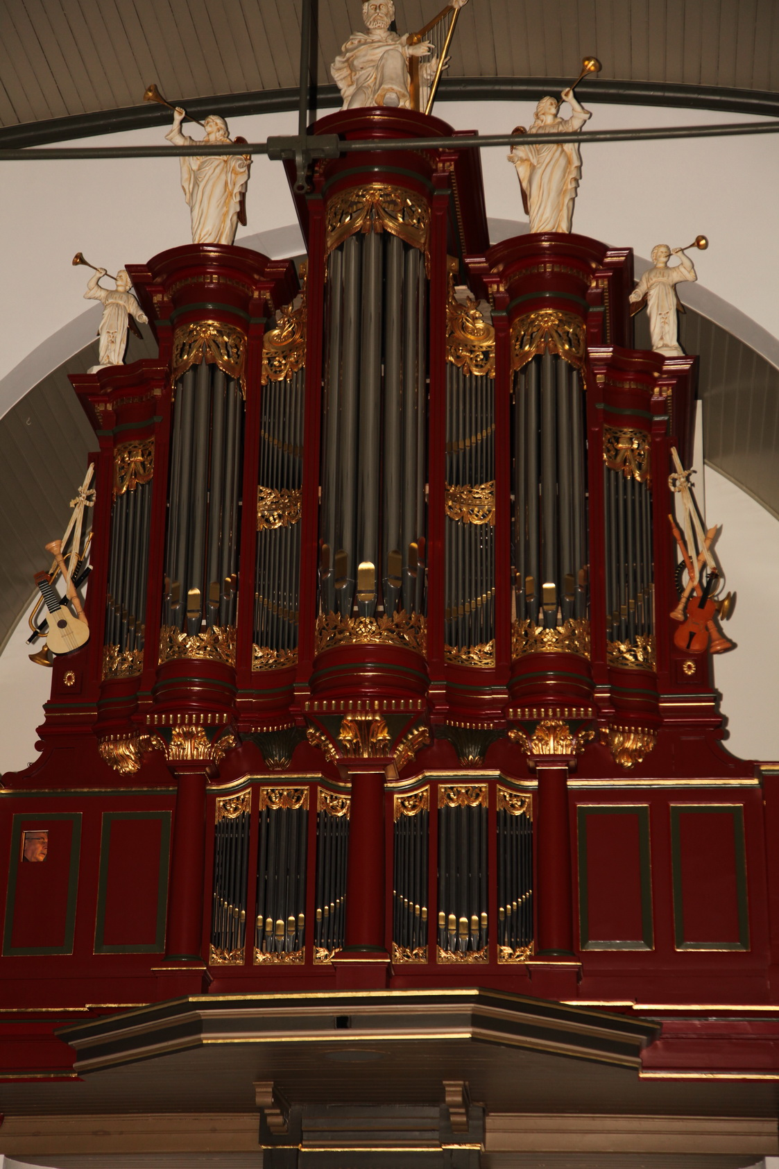 Origineel pijpwerk van Abraham Meere, dat aanwezig was in het Pels-orgel in de parochiekerk Sint Johannes de Doper te Montfoort, is verwerkt in het orgel tijdens de laatste restauratie door Reil.