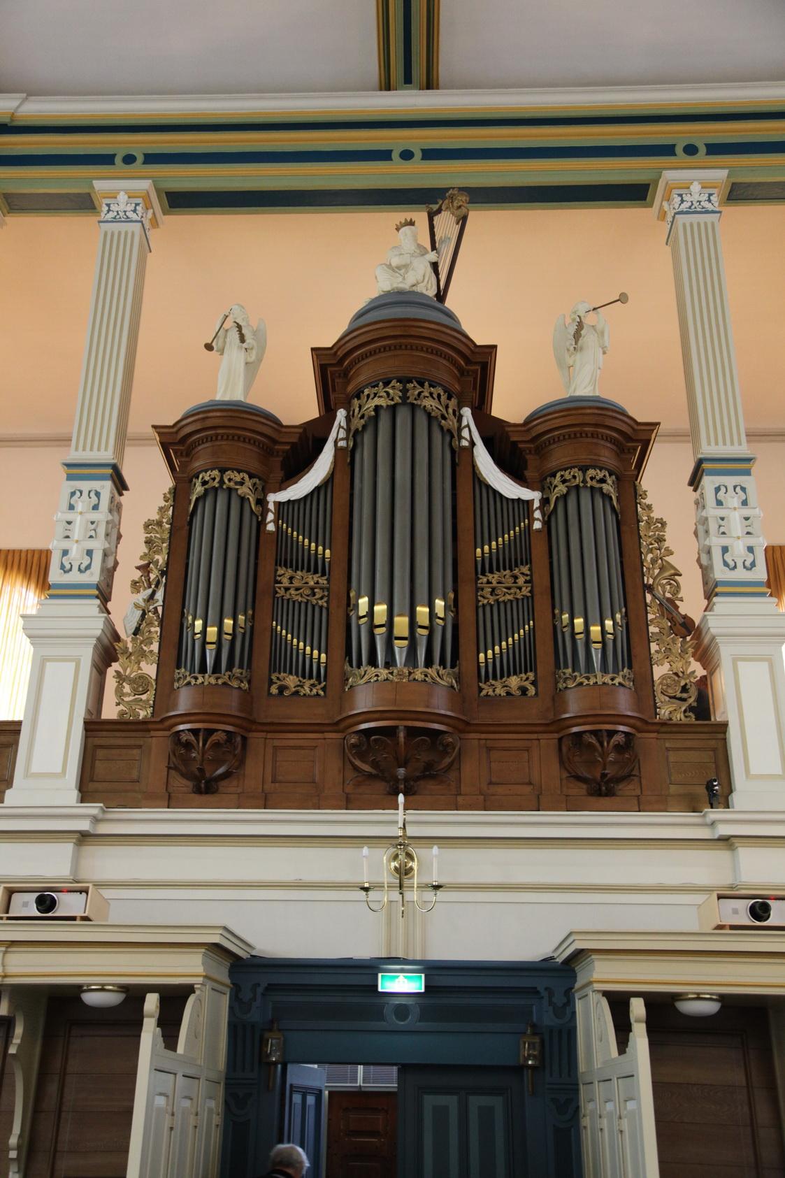Het Hendriksen &Reitsmaorgel  (1996) in de Plantagekerk te Zwolle. Het orgel bevat ouder materiaal: orgelkas en delen pijpwerk uit ca. 1790 van Bouwer onbekend, pijpwerk uit 1896 van Jan Proper, pijpwerk uit 1938 van Valckx & Van Kouteren